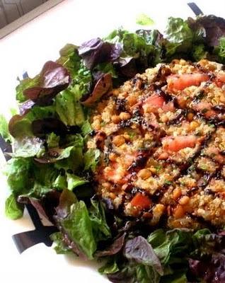 Pastel de quinoa y lentejas para vegetarianos
