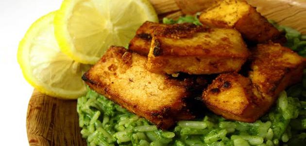 Recetas Vegetarianas Arroz verde con salsa de coco y tofu frito