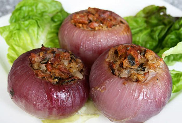 Preparación de Cebollas Rellenas Caseras para Veganos