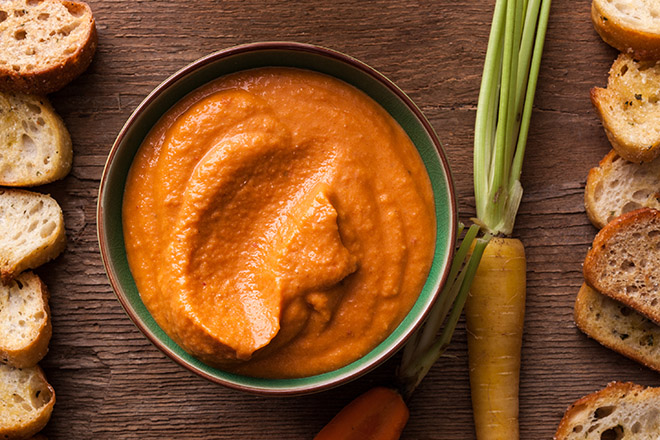 Hummus Vegano y Vegetarianos con Zanahorias