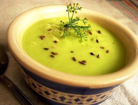 Sopa fria de pepino para vegetarianos y veganos
